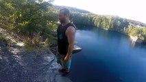 Il réalise un plongeoir incroyable depuis une falaise !