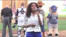 Jamily canta o Hino Nacional Americano (Jamily sings The National Anthem 08/29/12)