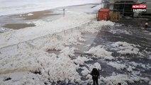 Biarritz : des vagues de mousse submergent la plage (vidéo)