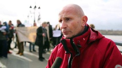 Bordeaux  : ils manifestent contre la fermeture du pont de pierre
