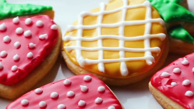 These easy cookie decorating tips and tricks will turn your desserts into masterpieces Snag our 3 piece cookie sheet set with emoji cookie cutters HERE:   -