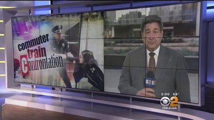 polițist filmat în timp ce trage cu forța o adolescentă afară din tren.