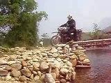 Passage de Tim au dessus de la rivière