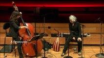 Duo Sarah Murcia, contrebasse  et Kamilya Jubran, voix et oud (extrait) - A l'improviste
