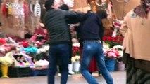 Taksim Meydanında tekme ve tokatlı kavga kamerada