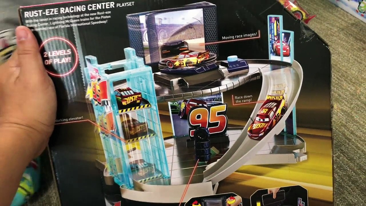 Cars 3 Toys Ultimate Rust Eze Racing Center Playset Rusteze
