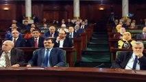 - Fransa Cumhurbaşkanı: 'Siz Tunus halkı olarak demokrasi ile İslamın bir arada bulunabileceğine inanmayanları yalancı çıkardınız'