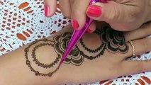 Latest Gulf Style Henna | Easy Arabic Henna | Simple Mehndi Designs for Hands by Jyoti Sachdeva .
