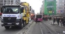 Kadıköy'de Otobüs Tramvay Yoluna Girdi,  Tramvay Seferleri Durdu