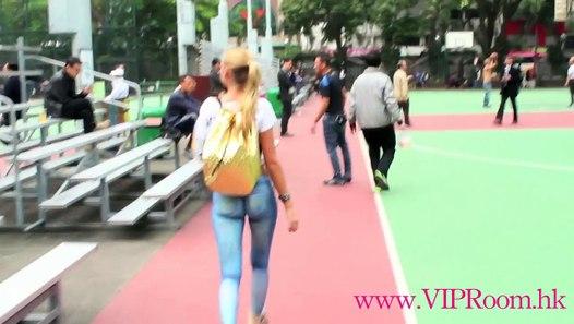 kmhouseindia: Young woman walks around Hong Kong naked