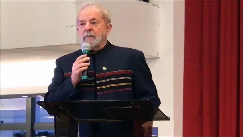 Lula chora durante missa para Dona Marisa