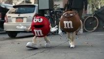 Super-Bowl: La pub très drôle avec un M&M'S qui se transforme en Danny DeVito !