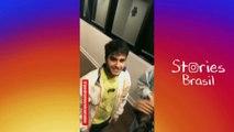 Pabllo Vittar se diverte com a luz do Ônibus