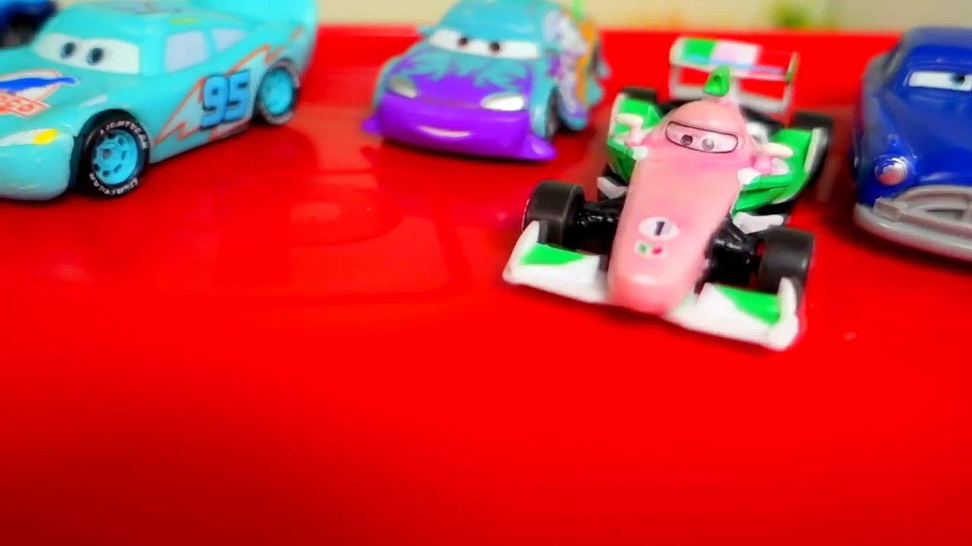 ТАЧКИ 2. Машинки из мультика ТАЧКИ 2 меняют цвет. Молния Маквин и Мэтр ТАЧКИ 2 CARS. Игрушки ТВ