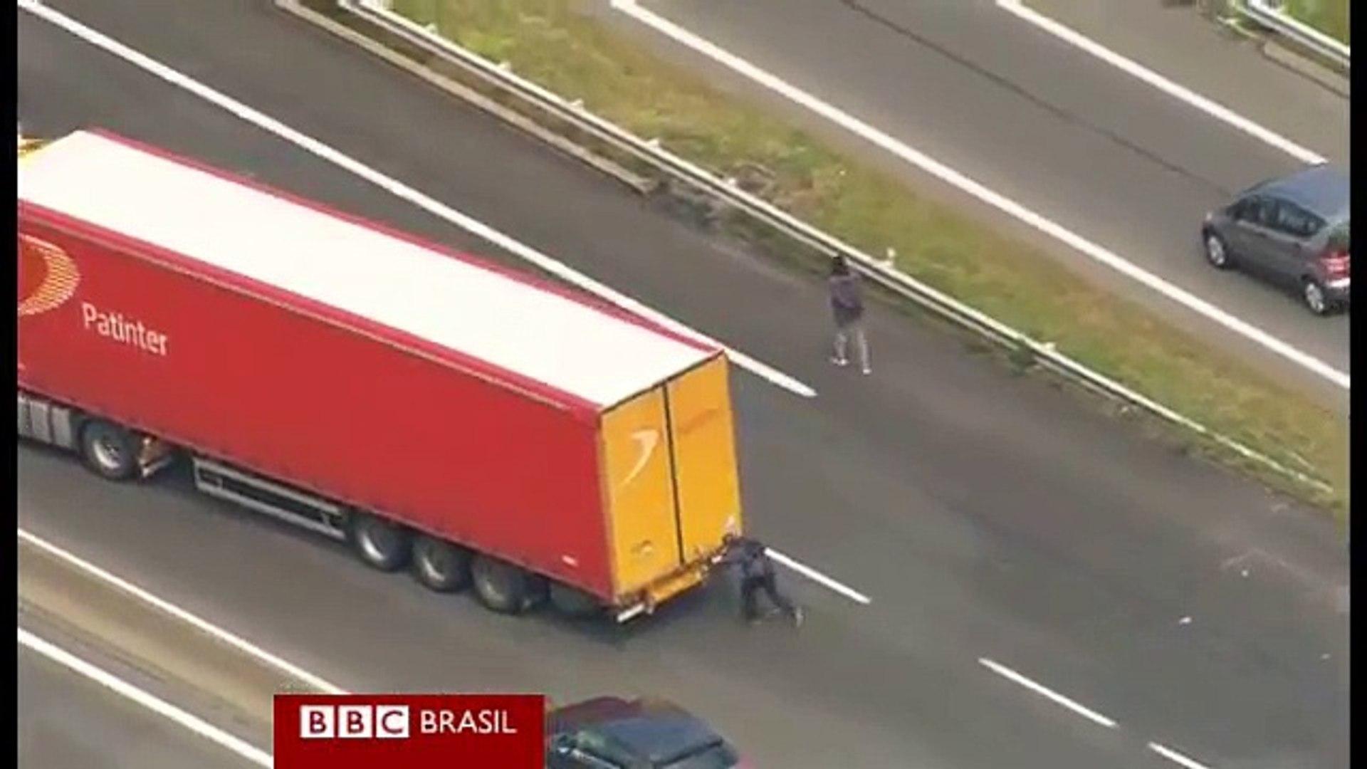 Migrantes aproveitam greve para tentar cruzar Canal da Mancha 'de carona' em caminhões