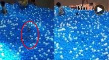 Ibu, anak nyaris lemas di kolam bola