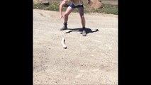Quand tu croises un énorme serpent en pleine route.. Ahaha