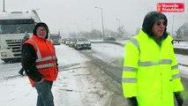 VIDEO . Blois : le pont Charles de Gaulle paralysé par la neige