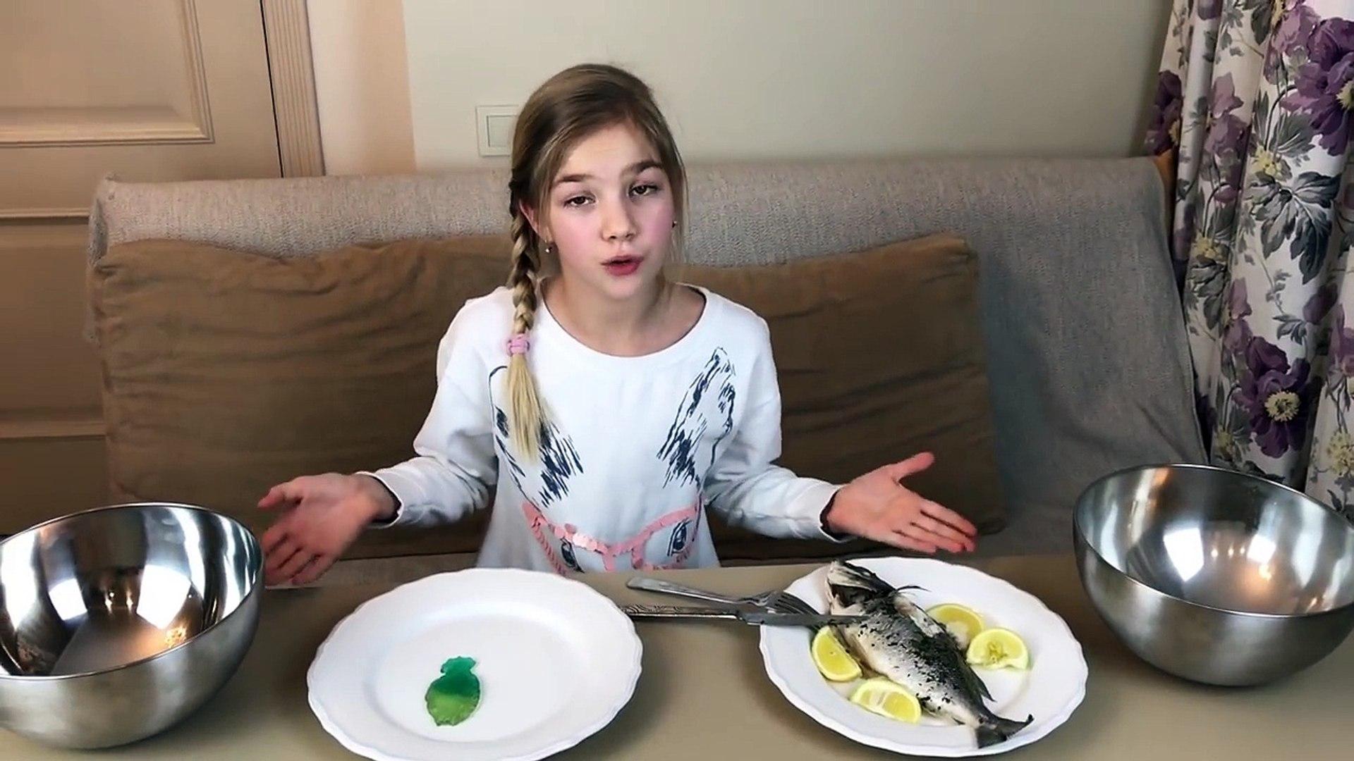 ВЫЗОВ ПРИНЯТ Обычный Енот и мармеладный глаз Real Food vs Gummy Food - Candy Challenge