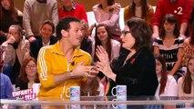 """Nana Mouskouri et Vincent Dedienne improvisent un duo sur le plateau des """"Enfants de la télé"""" - Regardez"""