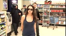 Britney Spears Unleashes Her British Accent On The Paparazzi During Late Night Pharmacy Run! [2008]