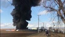 Eskişehir'de plastik fabrikasında yangın... Plastik meyve sebze sandığı üretilen fabrika alev alev yandı