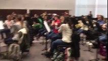 Blague : Ils jouent la musique de la Wii au lieu de Bach pour piéger leur professeur de musique !!