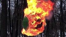 Voici ce qui arrive lorsqu'on enflamme une sphère de 42.000 allumettes
