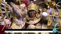 BRESIL - Le carnaval de Rio bat son plein malgré les pluies torrentielles