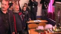 AK Parti Genel Başkan Yardımcı Karacan ve sanatçılar şehit Fatma Avlar'ın okulunu ziyaret etti