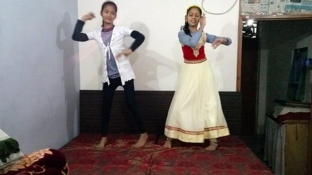 Bareli wale jhumke pe Jiya lalchaye | Dance by Sheerin and Shaziya