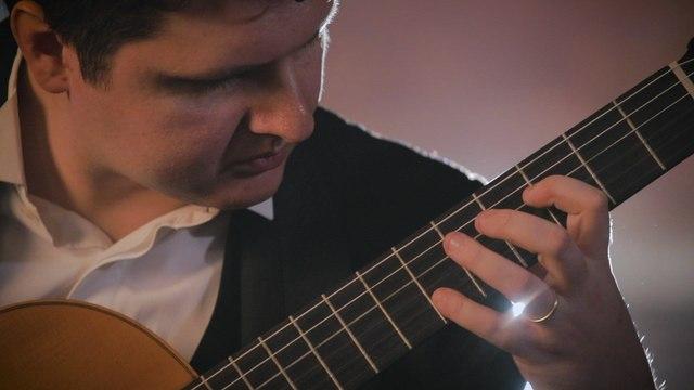Eugenio Della Chiara - Mozart: 4. Minuetto II