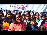 देहरादून में सरकारी स्कूल की लड़कियों को फ्री में दिखाई गई फिल्म 'पैडमैन', मंत्री ने भी साथ में देखी
