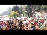 नई टिहरी में सरकार को जगाने के लिए जनता के बजाए ढोल-नगाड़े