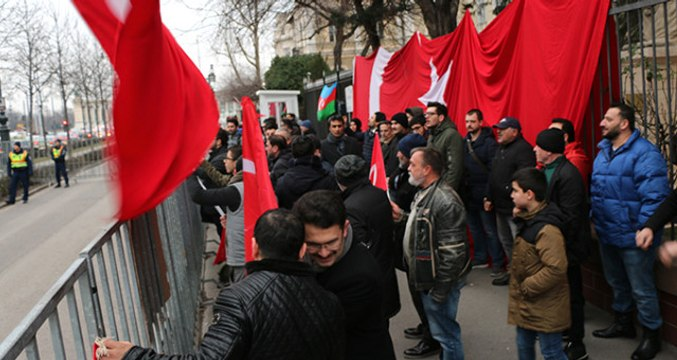 Terör Örgütü Yandaşları Macaristan'da Neye Uğradığını Şaşırdı