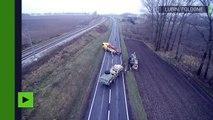 Une dépanneuse vole au secours de l'armée américaine, embourbée sur les routes polonaises