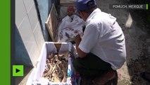 Les Mexicains astiquent les os de leurs parents défunts pour la fête des morts