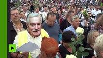 Manifestation de roses blanches à Varsovie contre un gouvernement «anti-démocratique»