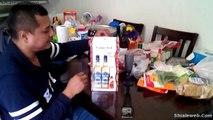 Unboxing Una Caja Con 2 Botellas De Tequila Y Una Botella De Chile Picante En Polvo