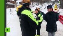 Italie : trois chiots sauvés par miracle des décombres de l'hôtel détruit par une avalanche