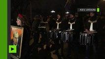A Kiev, des nationalistes ukrainiens défilent avec des torches pour l'anniversaire de Stepan Bandera