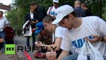 Des moscovites rendent hommage aux victimes de la bombe atomique d'Hiroshima