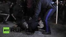 Etats-Unis: la police arrête brutalement des manifestants à Ferguson