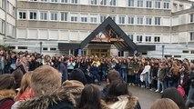 Au lycée Marie-Curie, les élèves bloquent et s'opposent