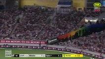 Cricket  un spectateur attrape une balle en vol, gagne 50 000 dollars