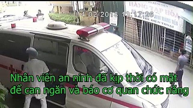 """Tài xế xe con lao vào bệnh viện """"trả thù"""" cả xe cấp cứu vì dám tạt đầu xe mình"""