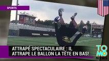 Sport aux É.-U. : Quel attrapé spectaculaire! Il attrape le ballon la tête en bas!