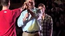 Un ancien instructeur militaire US Marine montre comment désarmer deux adversaires