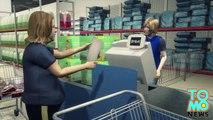 VIDEO: Une femme est filmée donner la charité à une maman qui a des fins de mois difficiles