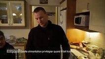 Michel Cymès et Adriana Karembeu goûtent une spécialité finlandaise : des crêpes... au sang de rêne !